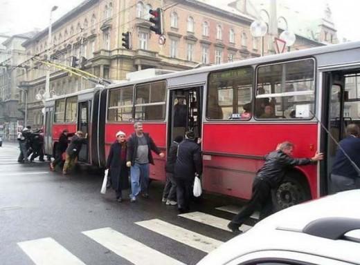 Троллейбус можно и с толкача завести