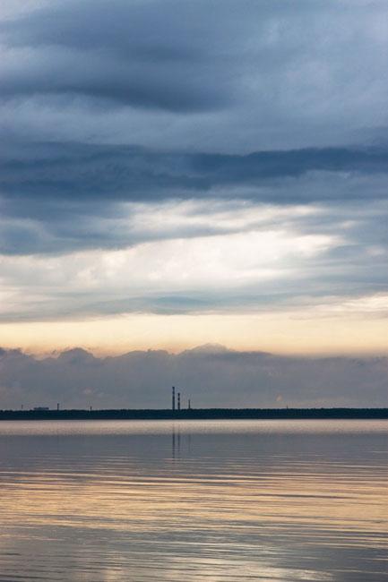 Небо перед грозой на Рыбинском водохранилище