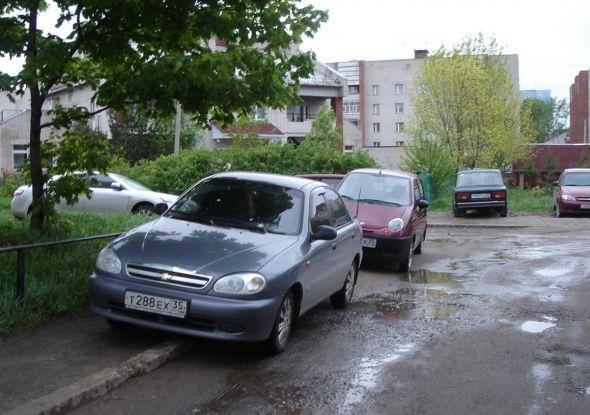 Парковка по дворе