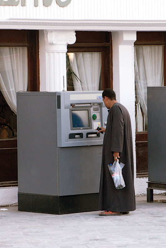 Бедуин с банкоматом